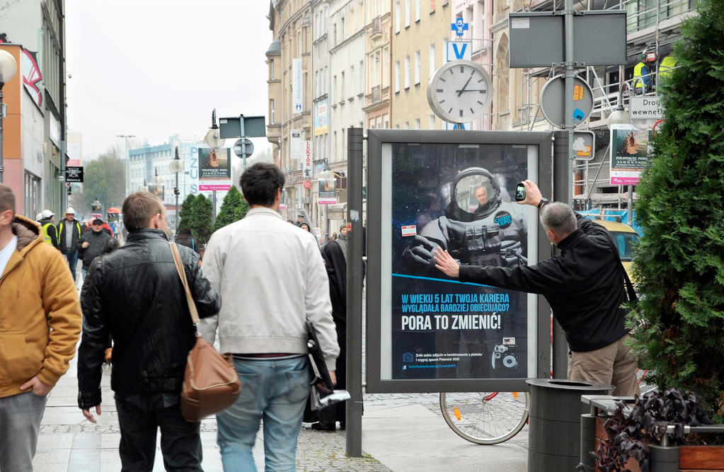 linking-outdoor-with-mobile-example